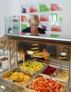 Opiston ruokala tarjoaa hyvää kotiruokaa päivittäin. Kuva: Kikka Niittynen